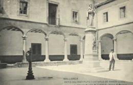 MALLORCA  PATIO DEL INSTITUTO Y ESTATUA DE RAMON LLULL RV - Mallorca