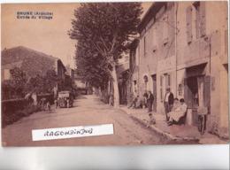 CPA - 07 - BRUNE (Ardèche) - Entrée Du Village Belle Anilmation Habit Dev Maison Ou CAFE, Automobile - Voy En 1935 - Other Municipalities
