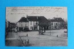 CPA Carte Postale Ancienne SANTENAY-les-BAINS Un Coin De La Place Charette Enfants Commerce Coiffeur Datée 1915 - Landkaarten