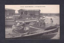 Vente Immediate Gujan Mestras (33) Arrivage Des Huitres ( Ostreiculture Barque Arc 3681 Brise Lame .... Ed. Dando Berry) - Gujan-Mestras