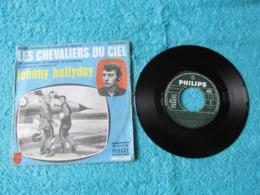 45 Tours 2 Titres 370450. Les Chevaliers Du Ciel. Bande Original Du Feuilleton Télévisé, Interprétée Par Johnny Hallyday - Musica Di Film