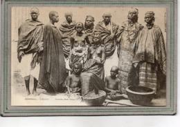 CPA - SENEGAL - Mots Clés: Ethnographie, érotisme, Fille, Seins Nus, Nude - Lahobés, Hommes, Femmes Et Enfants - En 1900 - Senegal