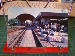 149365 FROM HONG KONG LO WU TRAIN STATION THE MAIN THROUGH FARE ON SINO BRITISH BORDER - Cina (Hong Kong)