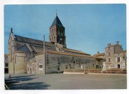 SAINT HILAIRE DES LOGES--Eglise ,Mairie Et Monument Aux Morts............à Saisir - Saint Hilaire Des Loges