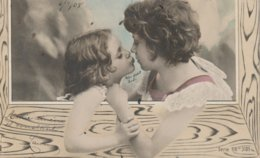 Mere Et Jeune Fille Mother And Daughter - Children And Family Groups