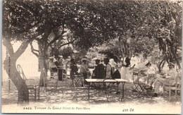 29 BEG MEIL - Touristes à La Terrasse Du Grand Hotel. - Beg Meil