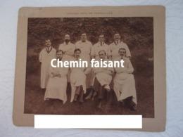 Photographie Originale D'un Groupe De Personnes Identifiées HOPITAL CIVIL DE VERSAILLES 78 - Scans Recto-verso - Identified Persons