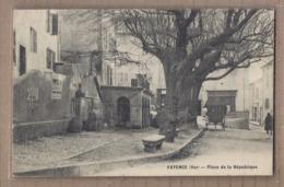 CPA 83 - FAYENCE - Place De La République - TB PLAN CENTRE VILLAGE ARBRES ATTELAGE - Fayence
