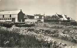 """/ CPSM FRANCE 56 """"Saint Julien De Quiberon, Vue Sur Le Village"""" - France"""