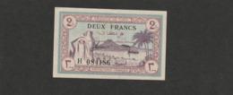 Billet De 2 Francs Tunisie , Un Pli Trés Léger Dans L'anglz Et Un Pitite Froissure Sur La Tranche En Haut - Tunisie