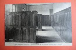 CPA 43 HAUTE LOIRE LE PUY EN VELAY. Pensionnat N.D De France. Vestiaire De La 4e Dividion. - Le Puy En Velay