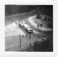 Petite PHOTO  METZ  PLACE D'ARMES 1939/1945 BUS TRAMWAY - Metz