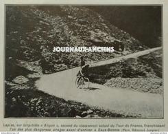 1910 LE TOUR DE FRANCE CYCLISTE - OCTAVE LAPIZE DANS LA DESCENTE GOURETTE = BORNES LES EAUX - Libros, Revistas, Cómics