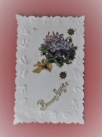 Cpa Dentelée Bord Gauffré Avec Decoupis Bouquet De Myosotis Et étoiles Dorées - Bonne Année - Nouvel An