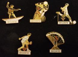 Coffret 5 Pin's SONY Sport - Planche - Vélo Cross - Football - Tennis - Parachute - Marques