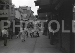 1961 STREET SCENE KARACHI PAKISTAN AMATEUR 35mm ORIGINAL NEGATIVE Not PHOTO No FOTO - Photography