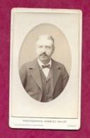 PHOTO CDV Circa 1896 De Charles GALLOT, Boulevard Beaumarchais à PARIS (75). HOMME De La Bourgeoisie..2 Scans - Fotos
