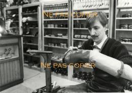 Un BOTTIER Vers 1975 Par Photographe Alain Aubert Grande Photo - Métiers