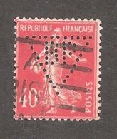 Perfin/perforé/lochung France No 194 BP Société Générale Des Huiles De Pétrole (161) - Francia