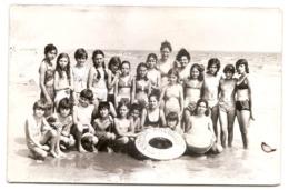 Photo Originale , Enfants A La Mer , Dim. 13.0 X 9.0 Cm - Personas Anónimos