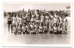 Photo Originale ,femmes , Enfants Et Hommes En Maillot De Bain , Dim. 13.0 X 9.0 Cm - Personas Anónimos