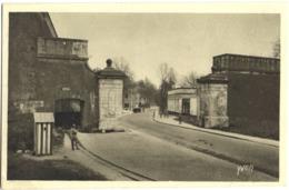 CPA DE VERDUN  (MEURTHE ET MOSELLE)  LES FORTIFICATIONS, LA PORTE NEUVE - Verdun