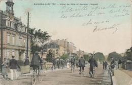 78 Maisons Laffitte Hotel De Ville Et Avenue Longueil Cpa Carte Animée Colorisée - Maisons-Laffitte