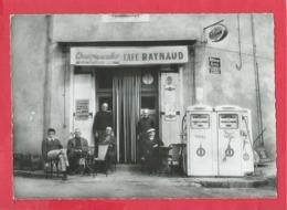 CPSM Grand Format - Conques Sur Orbiel  -(Aude) -Café Raynaud  -( Pompe Pompes Essence TOTAL , Arrêt Autocar , Martini)) - Conques Sur Orbiel