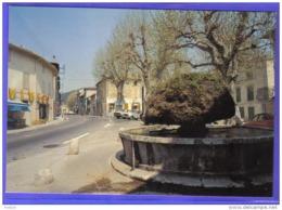 Carte Postale 83. Saint-Zacharie  Place Du 4 Septembre Et Sa Fontaine 4L Renault  Trés  Beau Plan - Saint-Zacharie