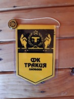 Vintage Pennant/Flagg- FK TRAKIJA PLOVDIV WITH PIN - Uniformes Recordatorios & Misc
