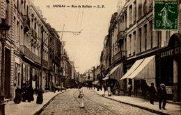 59-DOUAI...RUE DE BELLAIN....CPA ANIMEE - Douai