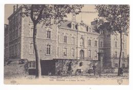 63 Issoire N°1008 L'Hôtel De Ville En 1914 VOIR ZOOM Chèvres Chien VOIR DOS - Issoire