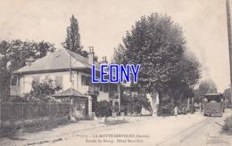 CPA De  LA MOTTE SERVOLEX (73) - ENTREE Du BOURG - HOTEL BEAU SITE  N° 1173  - ANIMATIONS - édit E. REYNAUD - TRAIN - La Motte Servolex