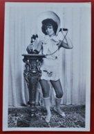 Photo Jeune Femme Telephone - Pin-Ups