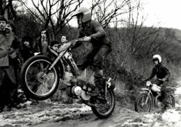 Mobcross Riders +-21cm * 14cm. Moto MOTOCROSS MOTORCYCLE Douglas J Jackson Archive Of Motorcycles - Other