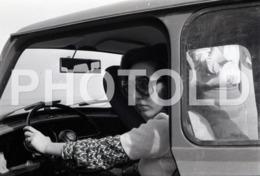 1972 FEMME MINI CAR PORTUGAL AMATEUR 35mm ORIGINAL NEGATIVE Not PHOTO No FOTO - Photography
