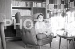 1965 JEUNE FEMME ENFANT CHILD  PORTUGAL AMATEUR 35mm ORIGINAL NEGATIVE Not PHOTO No FOTO - Photography