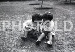 1968 JEUNE FEMME ENFANT CHILDREN  PORTUGAL AMATEUR 35mm ORIGINAL NEGATIVE Not PHOTO No FOTO - Photography