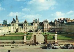 CP 77 Seine Et Marne Fontainebleau Façade Du Château Et Cour Des Adieux Yvon - Fontainebleau