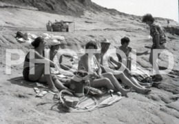 1972 FAMILY BEACH PENICHE PORTUGAL AMATEUR HALF 35mm ORIGINAL NEGATIVE Not PHOTO No FOTO - Photography