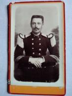 NANCY - Photo Ancienne CDV - Sous-officier D'administration - Épaulettes Blanches -  Voir Boutons - TBE - Guerre, Militaire