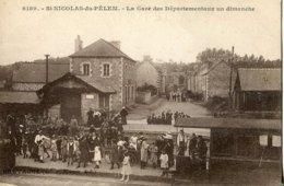 22 .20045 .st Nicolas Du Pelem .la Gare Des Depatementaux Un Dimanche .train .villageois . - Saint-Nicolas-du-Pélem