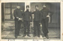 MILITARIA  Groupe De Militaires  8 Sur Col   Souvenir 1914 2scans - Documents