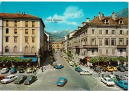 DOMODOSSOLA - Rue P. Ferraris - Voiture : Citroen DS - Peugeot - Et Autres - Andere Städte