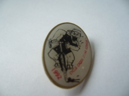 PIN'S CYCLO CROSS COUCHEY  21 COTE D'OR THÈME SPORT CYCLISME - Wielrennen
