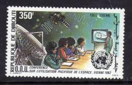 Djibouti P.A. N° 171 X : 2ème Conf. O.N.U. Pour L'exploit. De L'espace Gomme Blanche, Mate Trace De Charnière Sinon TB - Djibouti (1977-...)