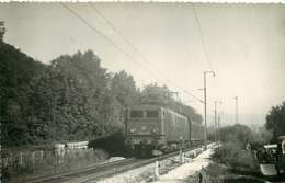 231019B - PHOTO D BREHERET Chemin De Fer Gare Train - Années 1950 Locomotive 668? -20003 SNCF - Stations With Trains