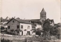16 Montmoreau. L'eglise Et Le Chateau - Other Municipalities