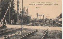 16 Chateauneuf. La Gare Prise Du Passage à Niveau - Chateauneuf Sur Charente