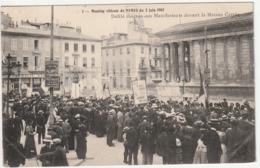 Meeting Viticole De Nimes- Defilé Manifestants Devant La Maison Carre - Nîmes